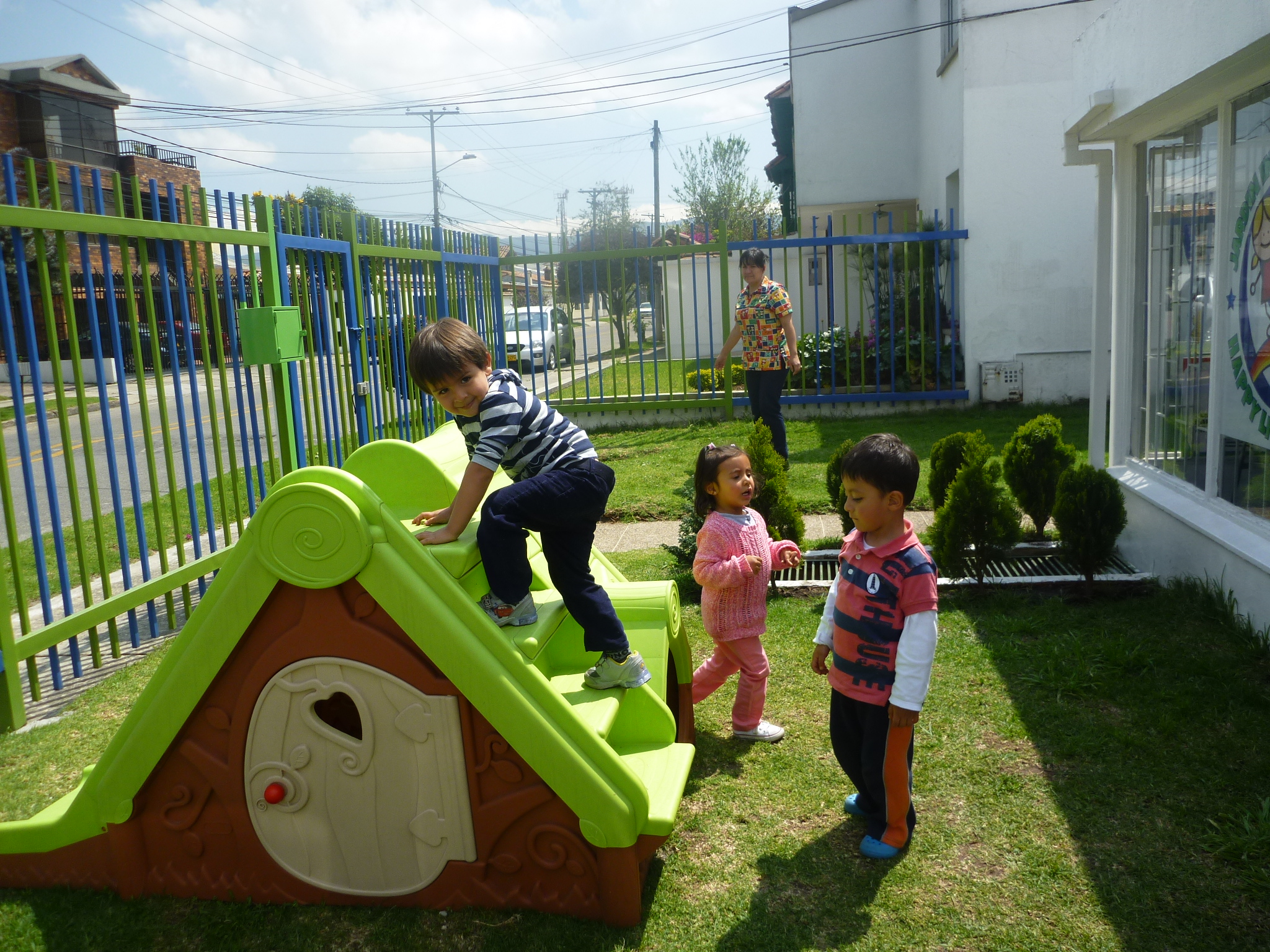 Galeria jard n infantil happy little people for Cascanueces jardin infantil bogota